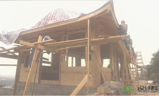 图片:施工中的现代木结构寺庙建筑