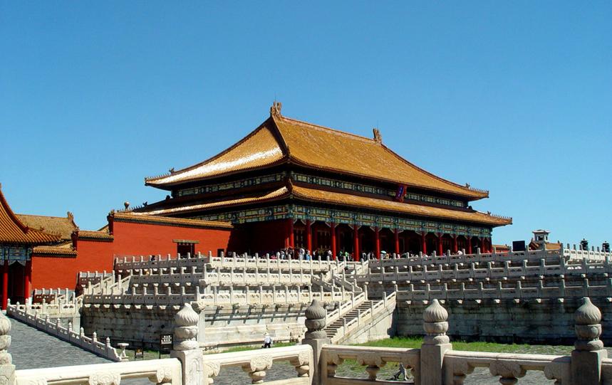 在中国这个多民族,地域广阔的国家,从古至今拥有了种类繁多的建筑风格。而风靡全国的建筑风格就是木构架 承中的建筑,它广泛地分布在汉、满、朝鲜、回、侗、白等民族的地区,他们面积广阔,数量繁多,从古至今,帝王 的宫殿、坛庙、陵墓、以及官署、佛寺、道观、祠庙等都很好的采用了这类风格的建筑。木构架承建筑也是